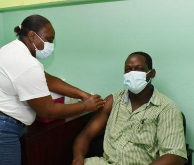 Health PS Dr Stapleton-Harris commends nurses administering vaccines on Saturdays
